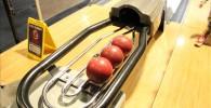赤いミニボーリング玉