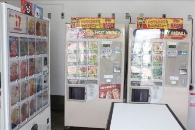 プチレストラン内の自動販売機