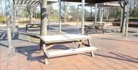 中央広場のテーブルベンチ(御勅使南公園)