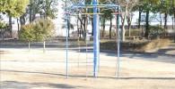 ロープのハシゴが付いた遊具(御勅使南公園)