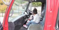 ガラクタ公園の消防車の運転席