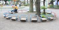 ユニークな公園ベンチ