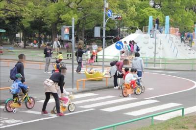 交通公園内の交差点と信号