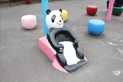 パンダのリクライニングベンチ