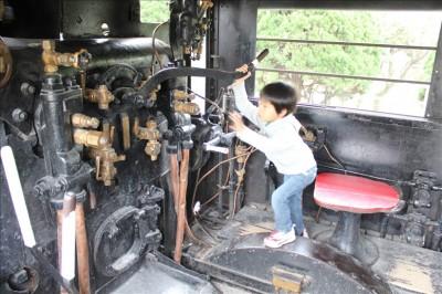 ガラクタ公園蒸気機関車の運転席