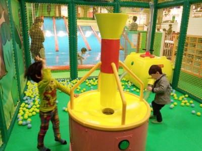 フワフワのボールで遊べるスペース