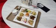 キッズビーの丸テーブルと料理