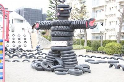 タイヤでできたロボット