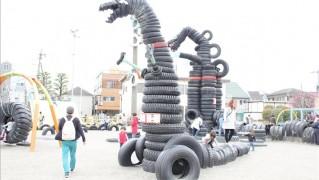 タイヤ怪獣が二体いる