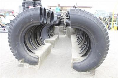 大きなタイヤのトンネル