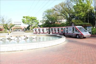 パノラマシャトルバスと噴水広場