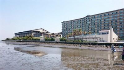ホテル三日月前の潮干狩り場