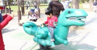 恐竜のスプリング遊具
