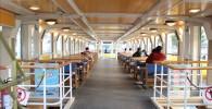 海上バス1Fの客席