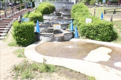 カッパーク鷺沼の噴水とじゃぶじゃぶ池