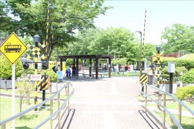 大谷田南公園入口の踏切
