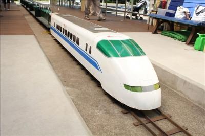 大谷田南公園のミニ新幹線300系