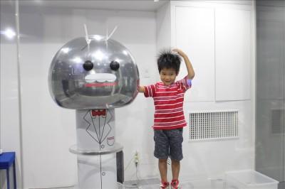 静電気発生装置(東芝未来科学館)