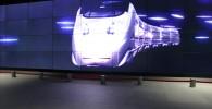 スマートコミュニティセンター巨大スクリーンの新幹線つばめ