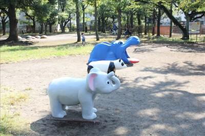 動物の乗り物遊具