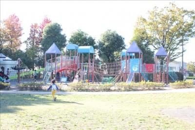 鶴亀松公園の遊具広場全体写真