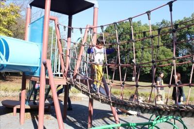 ロープのつり橋遊具