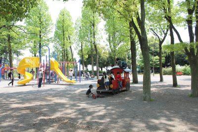 鷺沼公園の遊具広場