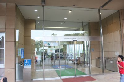 横浜の温水プール 入口