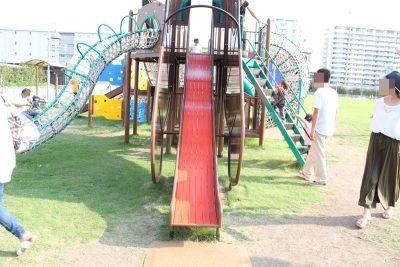 川崎競馬場の馬の頭のすべり台